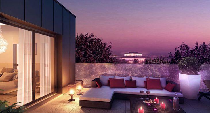 Vue sur terrasse de nuit